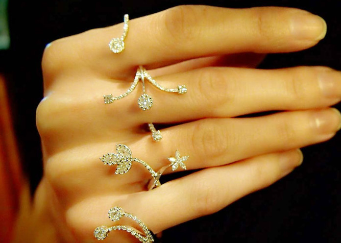 Four finger rings