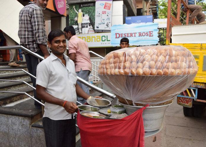 Dilip da's phuchkas, Kolkata