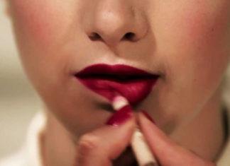 Apply Lipstick Perfectly