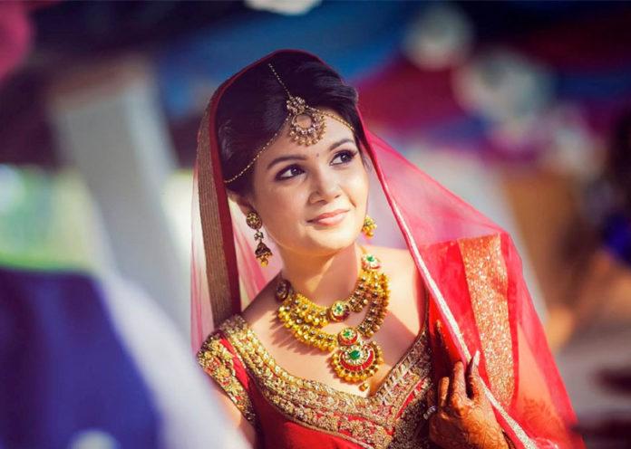 Minimalist Trend In Brides