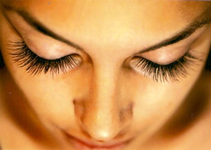 False Eyelash for Natural Look