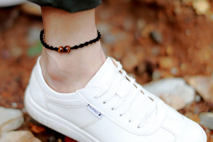 5. Simple woven anklet