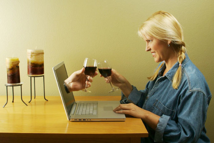 10 Ways to Identify a Fake Online Dating Profiles