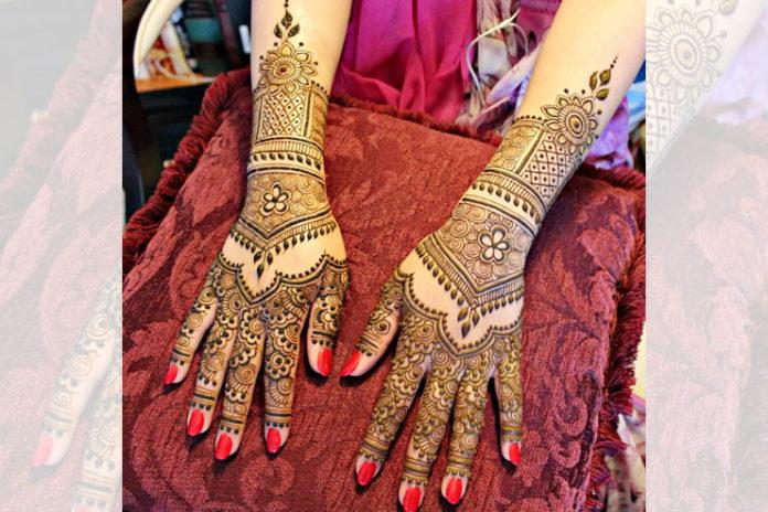 Fatima Ajani Mehendi Designer
