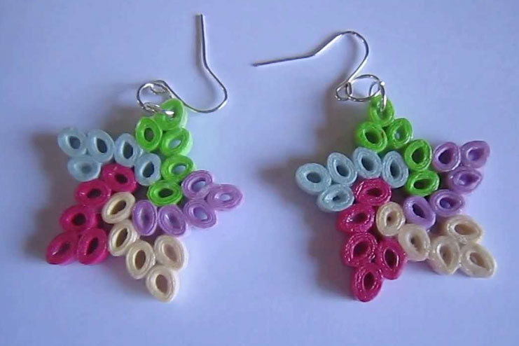 Paper quilling star earrings