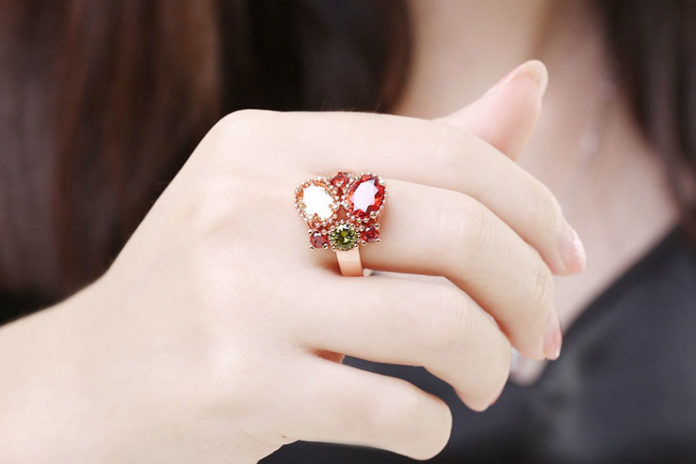 Fashionable costume rings
