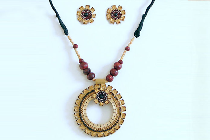 Colorful bamboo jewelry set
