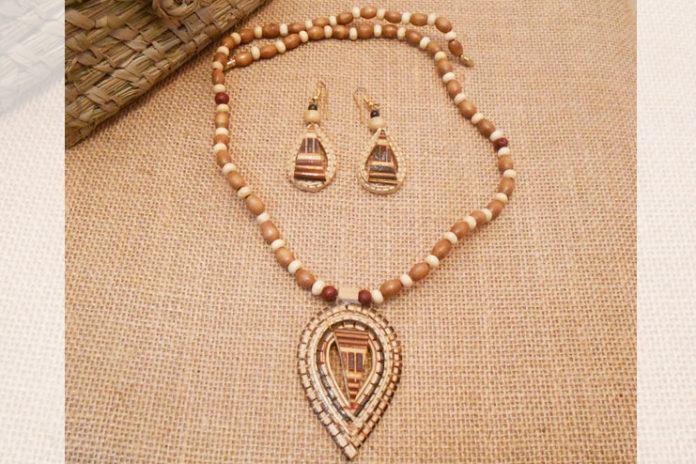 Elegant bamboo jewelry set