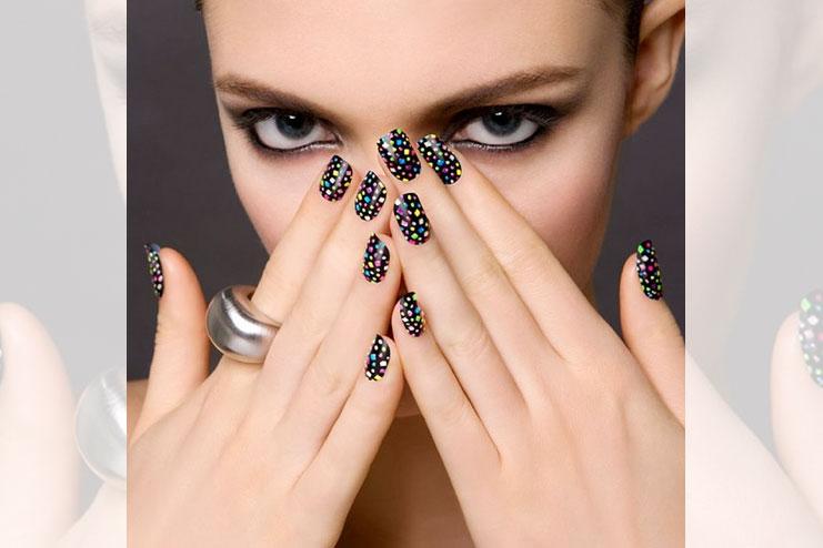 Dot nail art