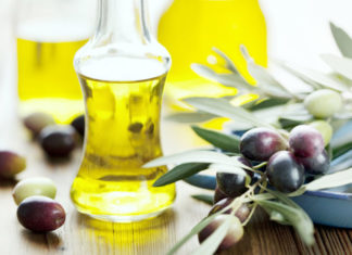 Natural Hair Care Tips Using Jojoba Oil