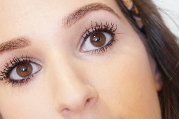False Lashes Look
