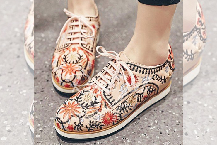.Lace-Up and Embroidery Design Flat Shoes