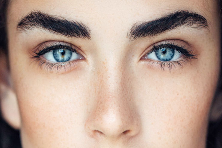 Natural Castor Oil For Eyebrows Maintainence