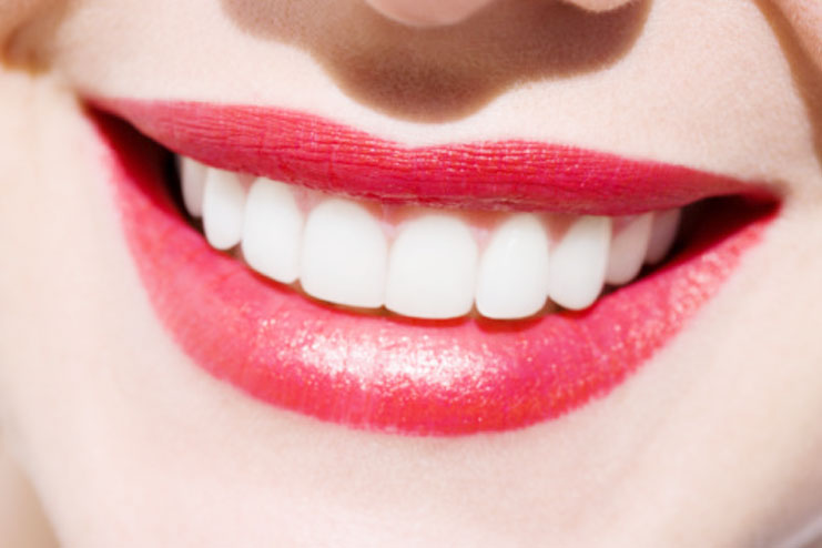 Whitens And Brightens Teeth