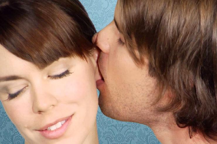 The ear lobe kiss