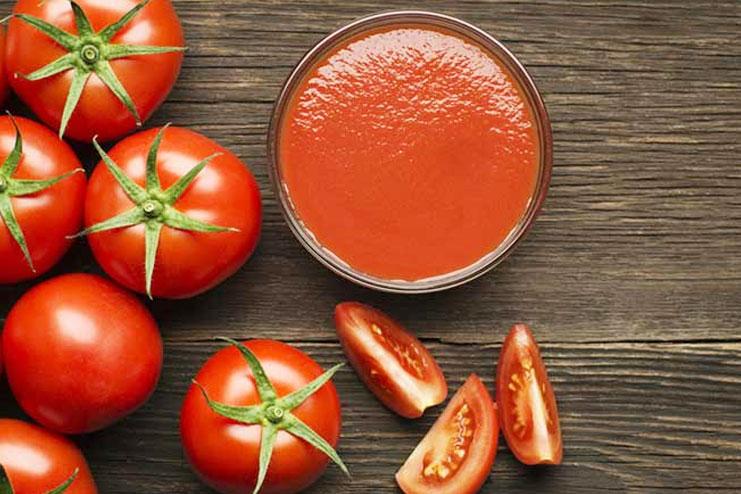 Multani mitti with Tomato juice