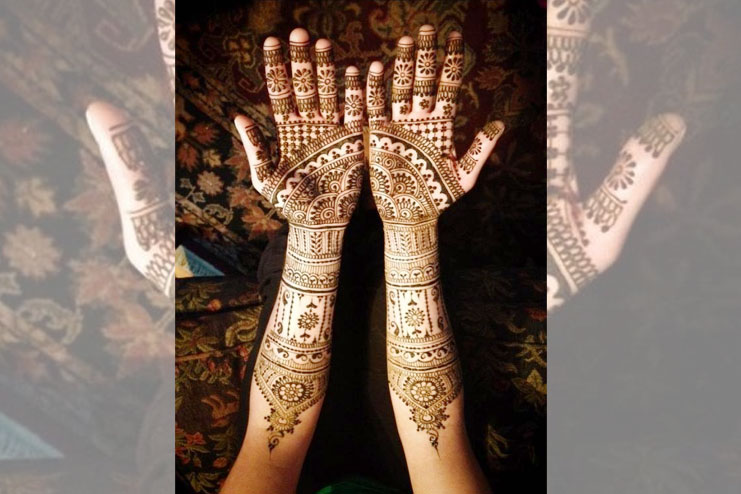 your long mehndi with less design