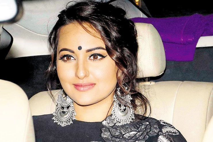 Sonakshi Sinha believes more on the messy hairstyle