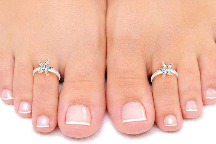 Stoned-toe-rings