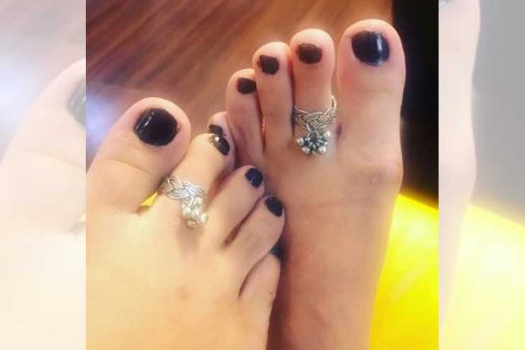 Toe-ring-with-bells