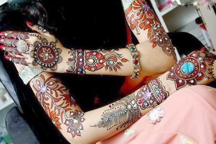 Embellished mehndi design
