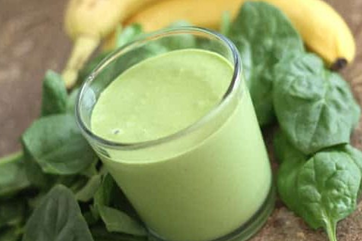 Banana and Spinach Green Smoothie