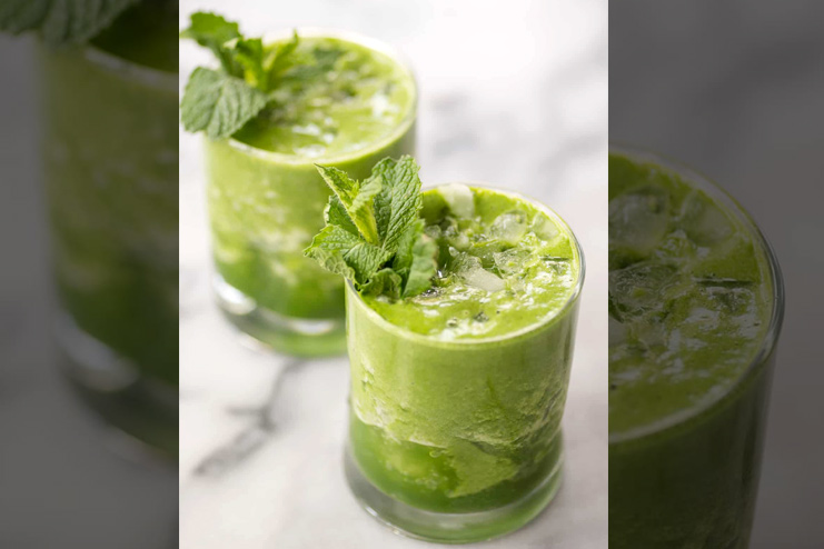 Green Smoothie with mint leaves