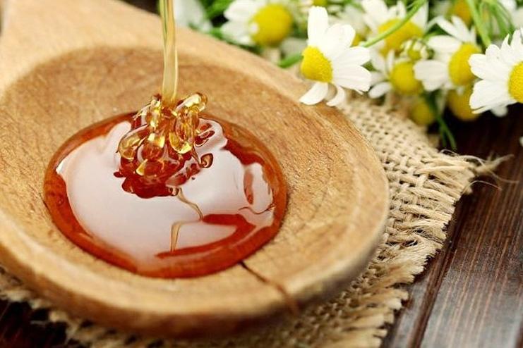 Apply raw honey