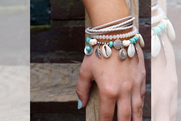 Bracelet with shells