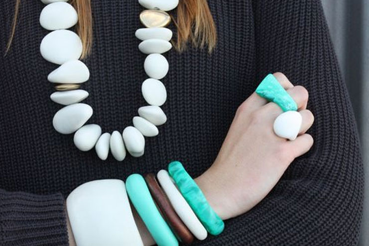 Necklace with pebbles