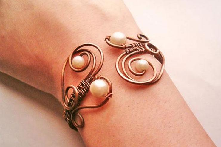 Wire-twisted-bracele