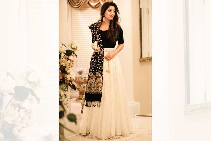 Dupatta-over-top-with-a-long-skirt