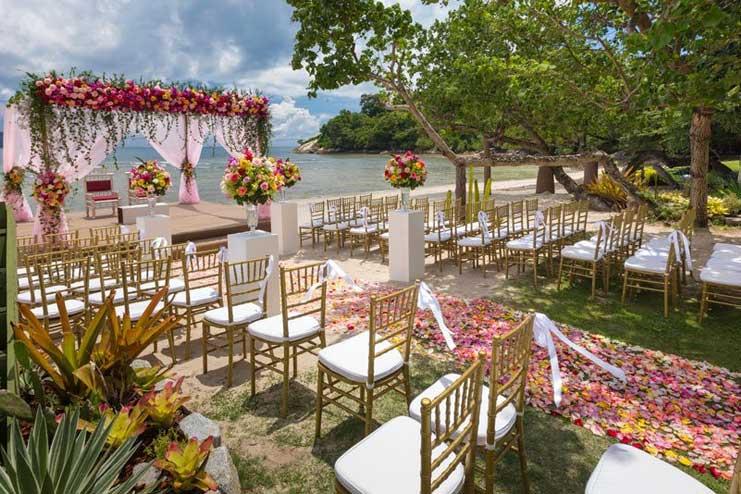 Make-the-wedding-In-A-garden